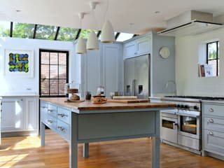 'Vivid Classic' Kitchen - bespoke island: classic Kitchen by Vivid line furniture ltd