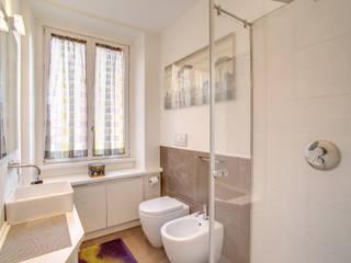 現代浴室設計點子、靈感&圖片 根據 MOB ARCHITECTS 現代風