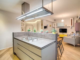VEGEZIO Cucina moderna di MOB ARCHITECTS Moderno