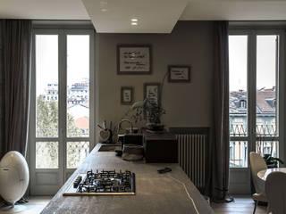 Casa Même, un'alcova nel centro di Torino Cucina moderna di FRANCO Arch. Emanuele - IDEeA Interior Design e Architettura Moderno