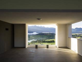 Villa F, una residenza privata sul Lago (IDEeA + SWeeT) Case in stile minimalista di FRANCO Arch. Emanuele - IDEeA Interior Design e Architettura Minimalista