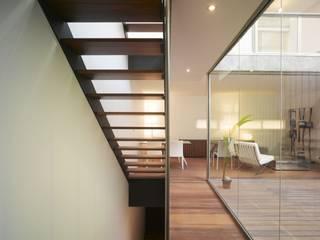 Bodenbelag Terrasse und Wohnzimmer Moderner Flur, Diele & Treppenhaus von Ecologic City Garden - Paul Marie Creation Modern