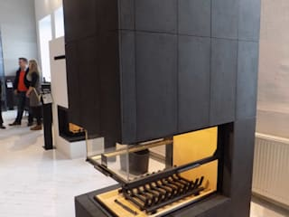 Black architectural concrete slabs on firepalce Modern living room by Luxum Modern