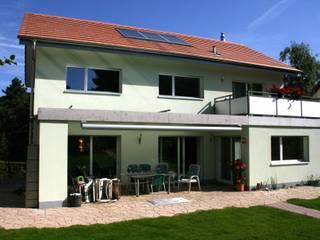 Südfassade mit Terrasse:  Häuser von haab schneider architekten