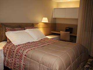 Suite Casal Quartos modernos por Roberta Ruschel Arquitetura e Interiores Moderno