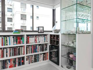 Nowoczesny balkon, taras i weranda od Arquiteto Gustavo Redlich & Associados Nowoczesny