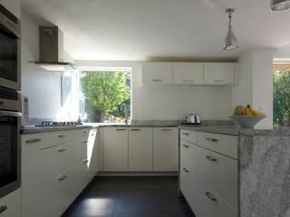 Cedar House Designscape Architects Ltd Кухня