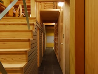 Eclectic style corridor, hallway & stairs by 豊田空間デザイン室 一級建築士事務所 Eclectic