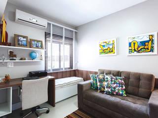 Nowoczesne domowe biuro i gabinet od Arquiteto Gustavo Redlich & Associados Nowoczesny