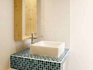 ALL IN ONE: Salle de bains de style  par BKBS