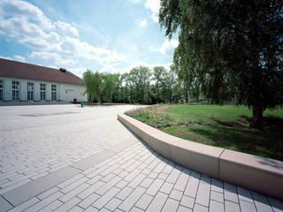 Neugestaltung Kulturhausumfeld Geisa: moderner Garten von STORCH.LANDSCHAFTSARCHITEKTUR