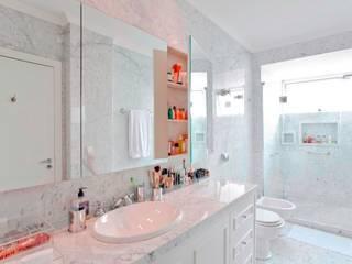 Pereira Reade Interiores Classic style bathrooms