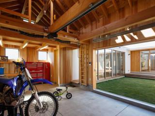 バイクガレージ 和風デザインの ガレージ・物置 の 窪江建築設計事務所 和風