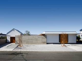 Moderne huizen van 窪江建築設計事務所 Modern