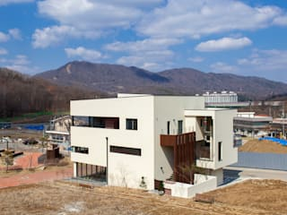 SONGCHU MAPLE HOUSE 모던스타일 주택 by IDEA5 ARCHITECTS 모던