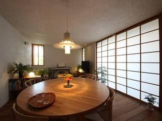 荏田町の家: 新井アトリエ一級建築士事務所が手掛けたダイニングです。