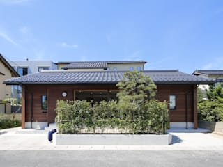 Maisons de style de style Moderne par 白根博紀建築設計事務所
