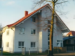 Classic style houses by ENCON Baugesellschaft mbH Classic