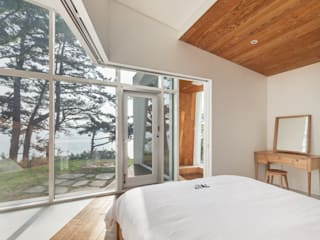 Knot House unfolds in Geoje Island, South Korea 모던 스타일 호텔 by Artrier Chang 모던