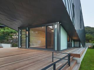 Modern balcony, veranda & terrace by PRAUD Modern