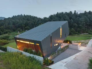Casas modernas: Ideas, imágenes y decoración de PRAUD Moderno
