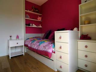 Habitaciones para niños de estilo moderno de Schindler interieurarchitecten Moderno