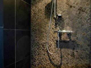 Moderne badkamer:  Badkamer door Schindler interieurarchitecten