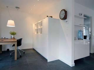 Salas modernas de Schindler interieurarchitecten Moderno