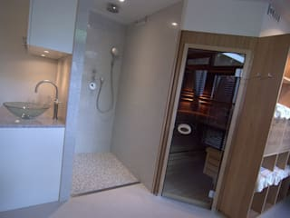 Wellness badkamer:  Badkamer door Schindler interieurarchitecten