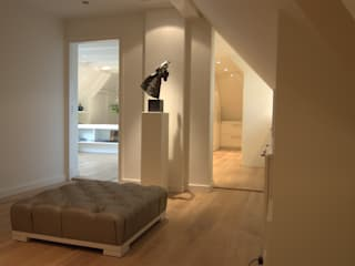 Wellness badkamer:  Slaapkamer door Schindler interieurarchitecten