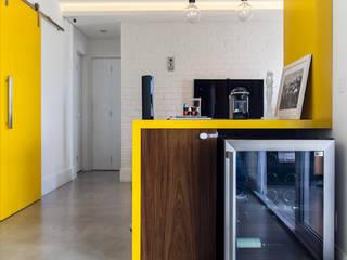 Projeto Saúde: Adegas  por Melina Romano Arquitetura de Interiores,Moderno