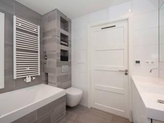 Vergunningsvrije uitbouw Bussum: moderne Badkamer door Het Ontwerphuis