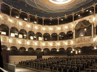 L'interno della Hall:  in stile  di Th&Ma architettura srl