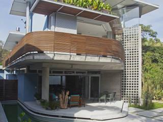 Casa Baleião: Casas  por Gustavo Calazans Arquitetura