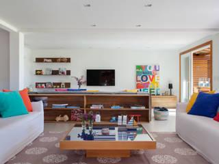 Projeto Buzios Manguinhos Salas de estar modernas por Adriana Valle e Patricia Carvalho Moderno