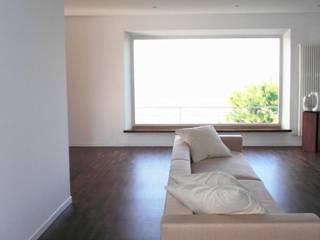 Appartamento C.G. - Castelfidardo AN Finestre & Porte in stile minimalista di Studio di architettura arch. Alberto Catraro Minimalista