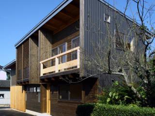 白根博紀建築設計事務所 Casas modernas