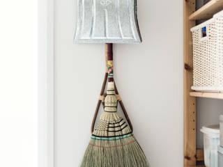 掃除用具: coil松村一輝建設計事務所が手掛けた折衷的なです。,オリジナル