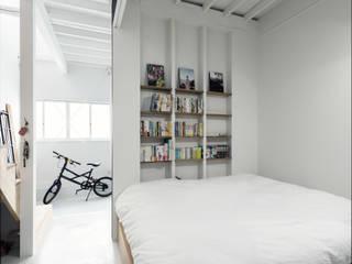 Phòng ngủ phong cách chiết trung bởi coil松村一輝建設計事務所 Chiết trung