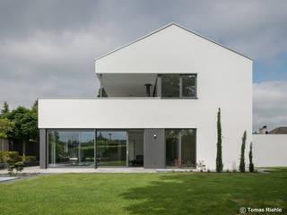 Gartenansicht: moderner Garten von Schmitz Architekten GmbH
