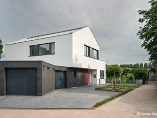 Vorfahrt: moderne Häuser von Schmitz Architekten GmbH