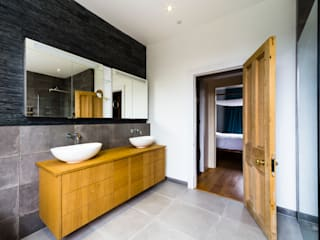 Modern Bathroom Design and Installation: Clapham, London Affleck Property Services Ванна кімната