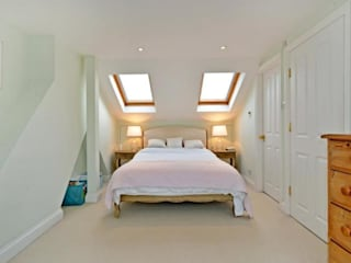 East Dulwich - full refurbishment Classic style bedroom by Prestige Build & Management Limited. Classic