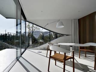 Mirror Houses Столовая комната в стиле минимализм от Peter Pichler Architecture Минимализм
