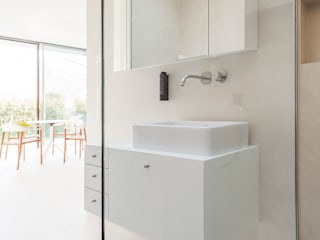 Bathroom by Peter Pichler Architecture, Minimalist