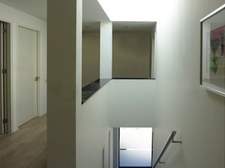 Modern Corridor, Hallway and Staircase by SeC architecten Modern