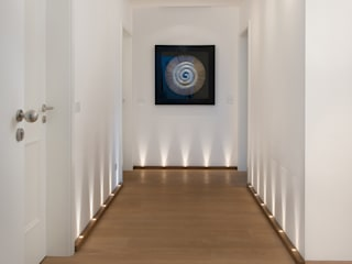 Modern Corridor, Hallway and Staircase by Langmayer Immobilien & Home Staging Modern