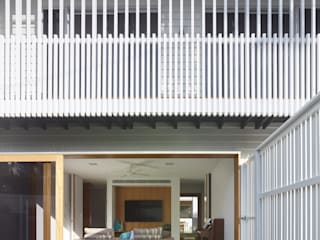 ​The Corner House Colonial style balcony, veranda & terrace by Shaun Lockyer Architects Colonial