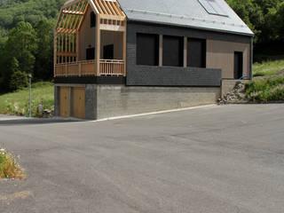 vue sud ouest - chantier en cours: Maisons de style  par Atelier S