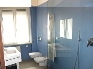 Ristrutturazione appartamento a Bergamo: Bagno in stile in stile Moderno di ARKHISTUDIO